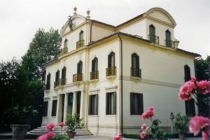800px-Villa_Widmann-Foscari