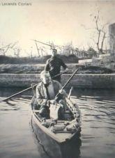 Ernest Hemingway,d'avanti alla locanda Cipriani a Torcello